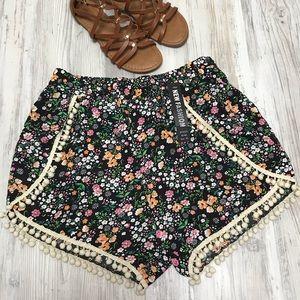 Pants - NEW Floral PomPom Trim Vacation Shorts XL